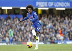 Willian passt den Ball.